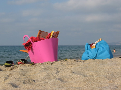 Bags in Platamona beach | by Michela Simoncini