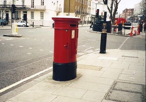 Stopping to send a post at the Mail Box on the streets of  London, England | by King Kong 911