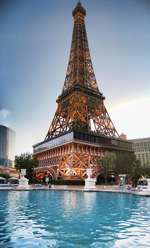 Paris hotel vegas the eiffel tower and swimming pool for Paris hotel pool