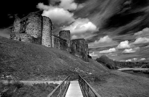 Kidwelly castle | by jambobb