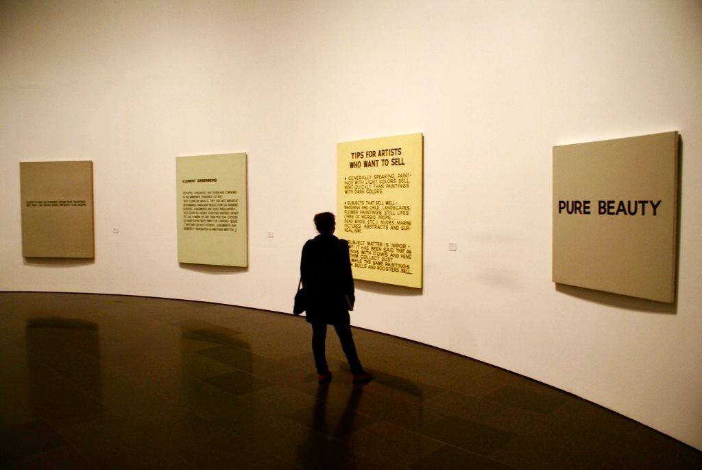 > Des phrases et des mots pour se moquer de l'art ou des amateurs d'art.