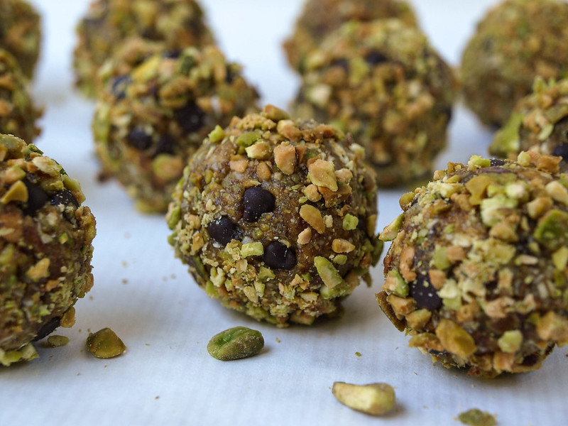 Chocolate Pistachio Oatmeal Cookies