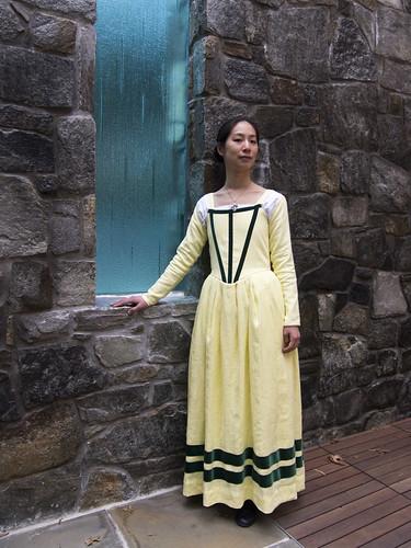 Elizabethan Kirtle with Sleeves