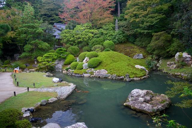 Dragon Spirit pond (龍心池) in Sōami garden (相阿弥の庭園)