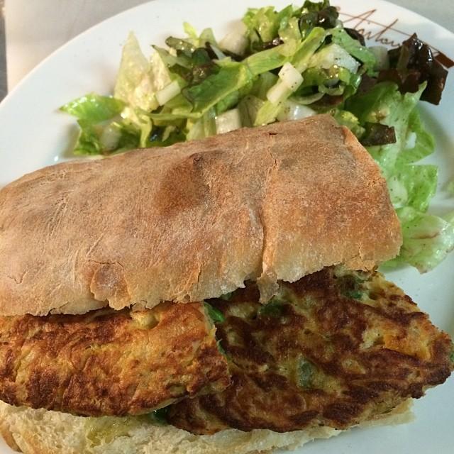 今日のまかない:トルティーヤのボカディージョ サラダ付き #dinner 美味い