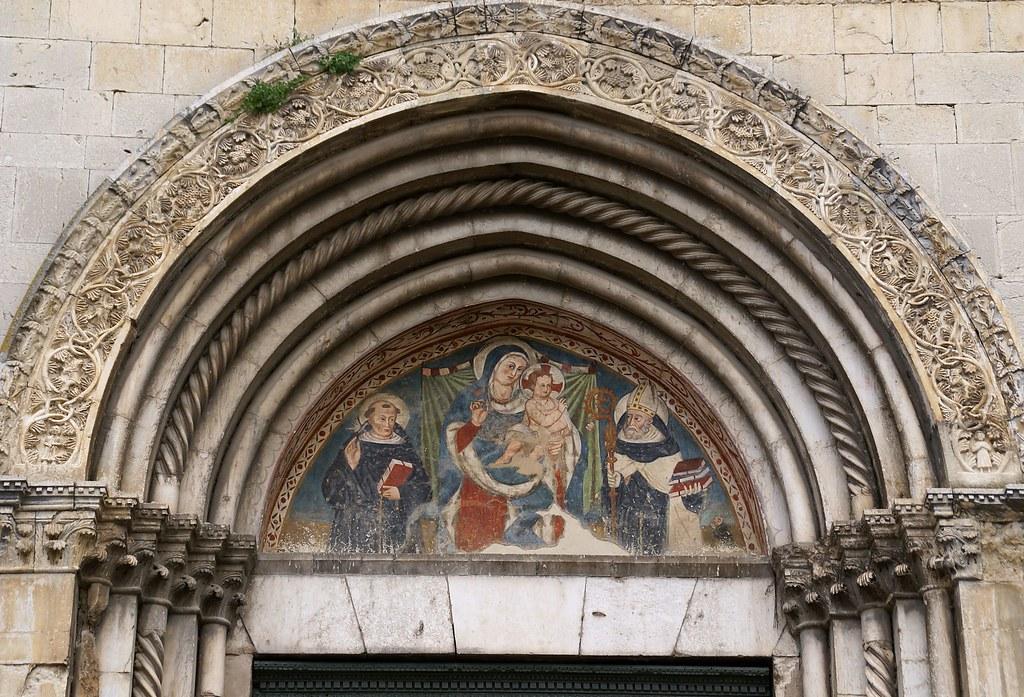 Norcia, Via Anicia, Chiesa di Sant'Agostino, Tympanon (St. Augustine's Church, tympanum)