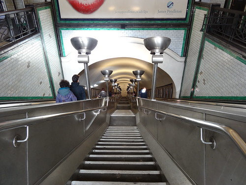 44g - Clapham South stairs down