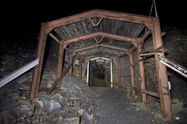 UEC-136 Mine