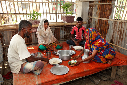 Family having lunch in Satkhira, Bangladesh. Photo by M. Yousuf Tushar.