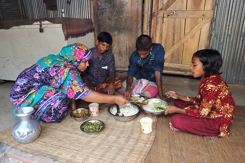 Family having lunch together in Jessore, Bangladesh. Photo by M. Yousuf Tushar.