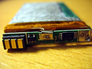 Motorola cellphone battery SNN5749A PCB side | by Uwe Hermann