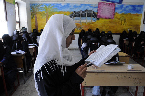 Students read in class at the Shaheed Mohamed Motaher Zaid School | by World Bank Photo Collection
