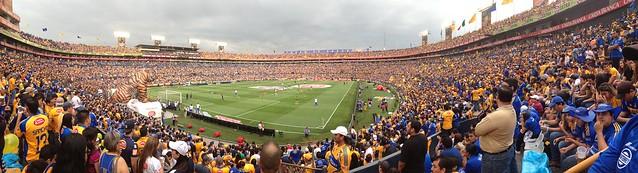 Estadio Universitario.