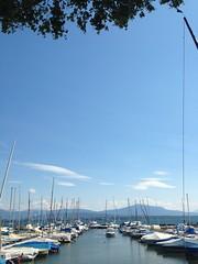 Desde la sombra, el puerto de Les Aberiaux