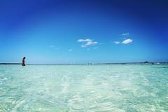 Kik #2015OKA for all series pics . #瀬底ビーチ 海水太過清澈㊙️ 哥必需下水探個究竟 . #beach #ocean #sea #blue #sky #海灘 #ビーチ #瀬底島 . #沖繩 #沖縄 #沖縄県 #オキナワ #おきなわ #Okinawa #琉球 #OKA #Japan #日本 #girl