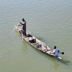 #tbt #africa360 edition: Fisherman & -woman on the Niger.  • • •   #niger #mali #instamali  #goexplore #ig_mali #roadtrip #fishing  #roadlesstraveled #ig_africa #thisisafrica #destinationsunknown #instaafrica #travelphotography #travelgram #travel #nomad