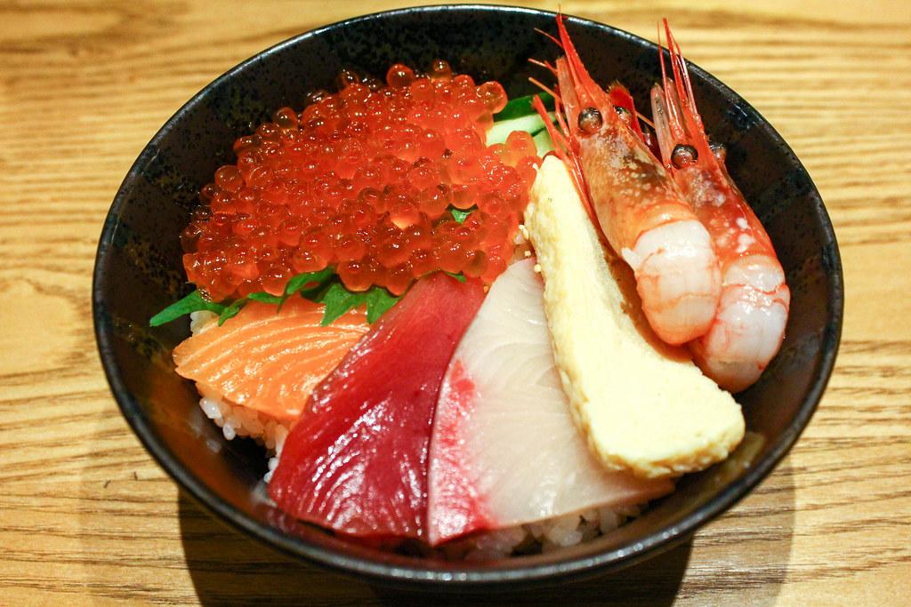Chirashi Don:寿司台