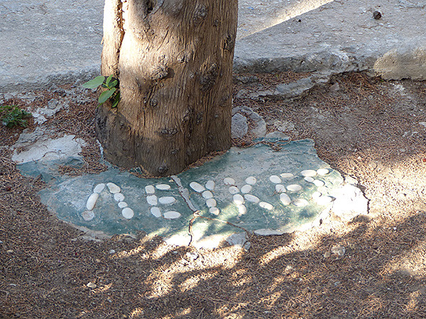 sous un arbre, Lefkes