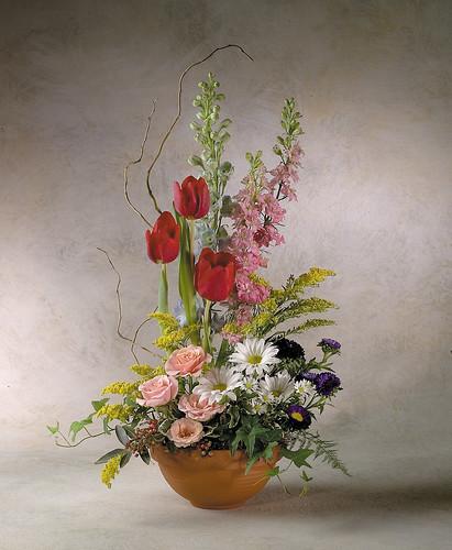Garden style flower arrangement this garden style design f flickr - Terras arrangement ...