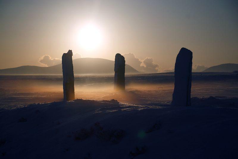 Callanais Standing Stones im Nebel.