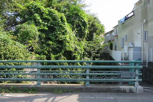 藤沢市片瀬一丁目の馬喰橋と立石沢