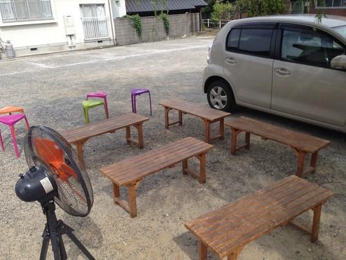 kagawa-mitoyo-suzaki-grocery-store-outdoor-bench