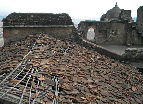 The falling apart roof of Kumbalgarh Fort in India