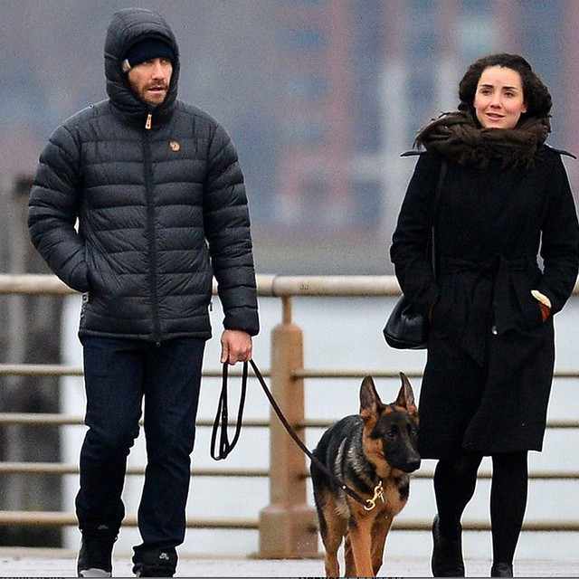 Jake-Gyllenhaal-wearing-the-Fjallraven-Pak-Down-Jacket-in-cold-NYC-earlier-this-week.-Featured-on-@j