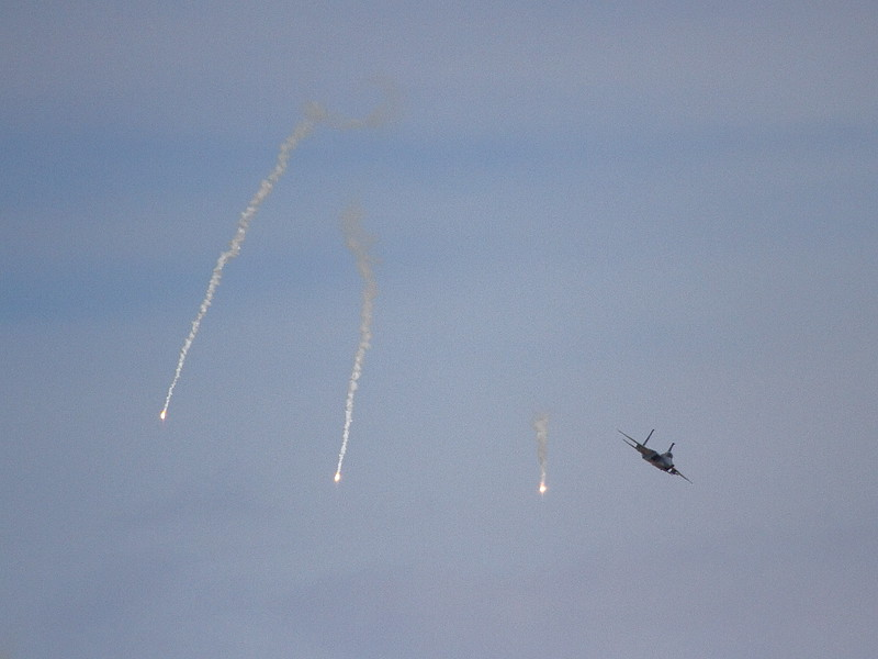 IMG_4750 F-15 Flares Dropping