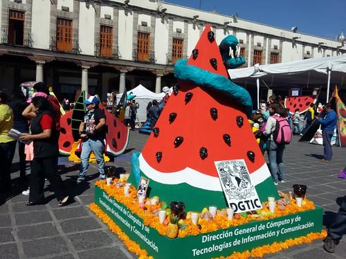 Pirâmide/oferenda feita para celebrar o Día de Muertos.