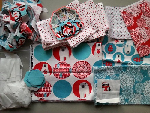 The final Christmas thing on my #2016fal list (apart from the giant quilt which is a long-term resident) is a table runner for coffee table using the leftovers from the two #Christmascushionalong cushions. I was going to make it with squares and strips bu