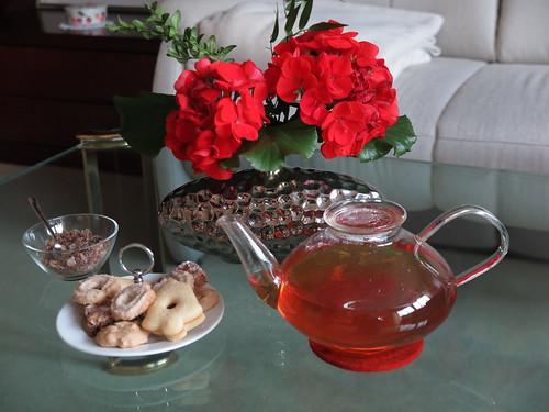 Erste Weihnachtsplätzchen zum Schwarzen Tee