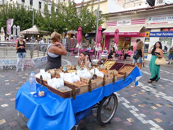 vendeurs de noix sur Monastiraki