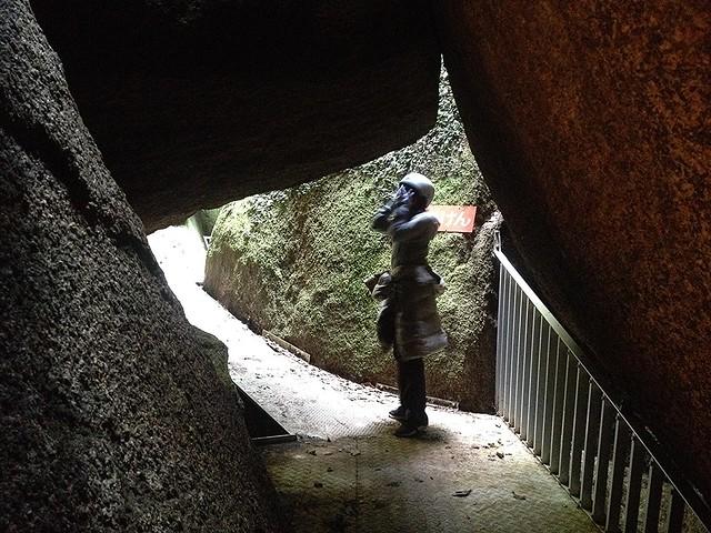 鬼岩公園 岩穴くぐり 内部
