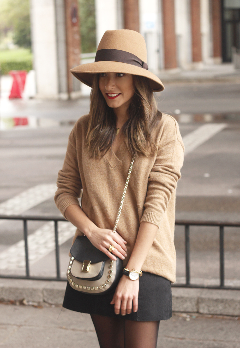 Brown Jumper Brown Hat Uterqüe Black heels Black skirt fall style outfit fashion07