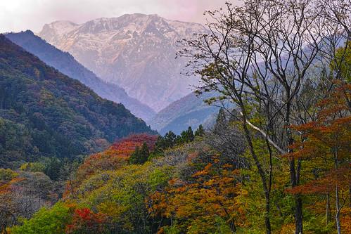 紅葉と谷川岳