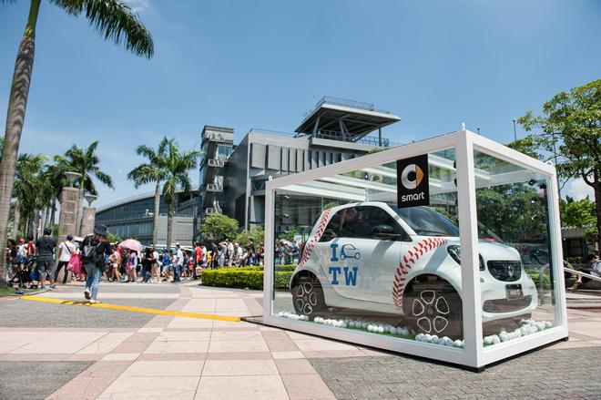 除了現場展示最新世代的fortwo與forfour車型以外,搭配10月份購車優惠活動,讓入主smart都會微型車於城市中悠遊更顯輕鬆容易