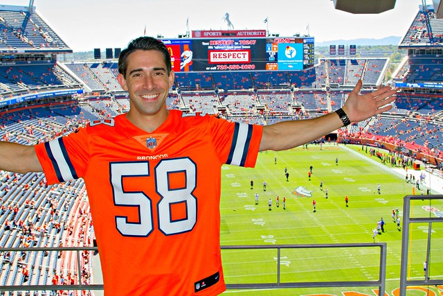 'Jersey Boy' sings Broncos national anthem