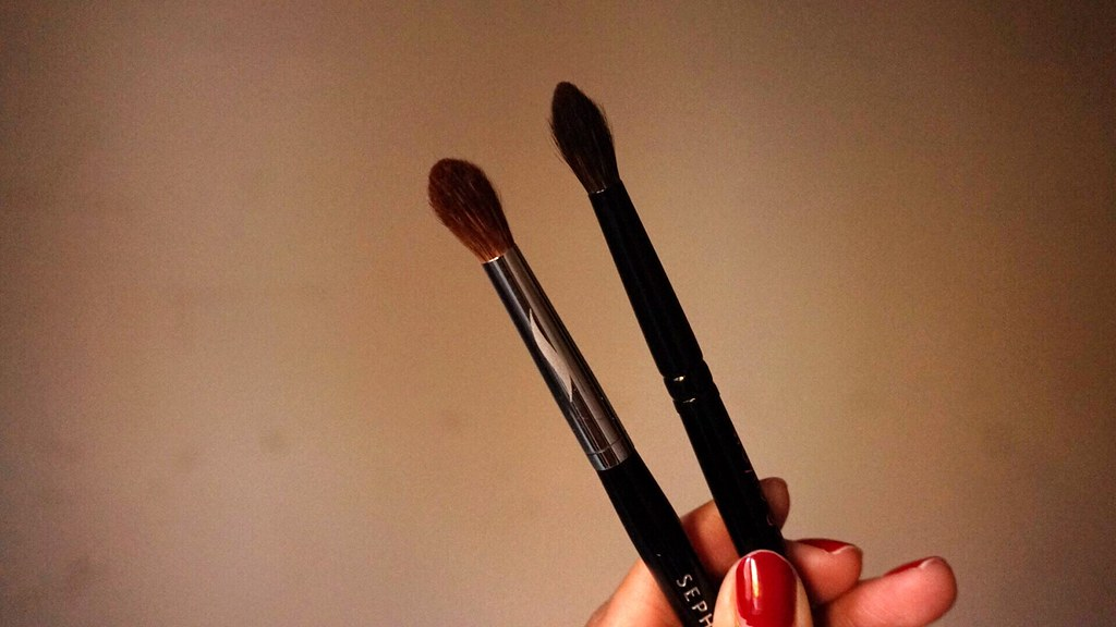 sephora pro tapered crease 19 brush vs wayne goss brush 04 review girlandvanity.com