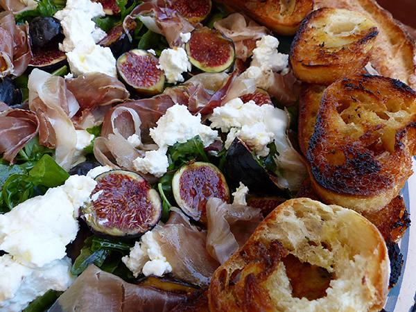 salade de figues et jmabon cru