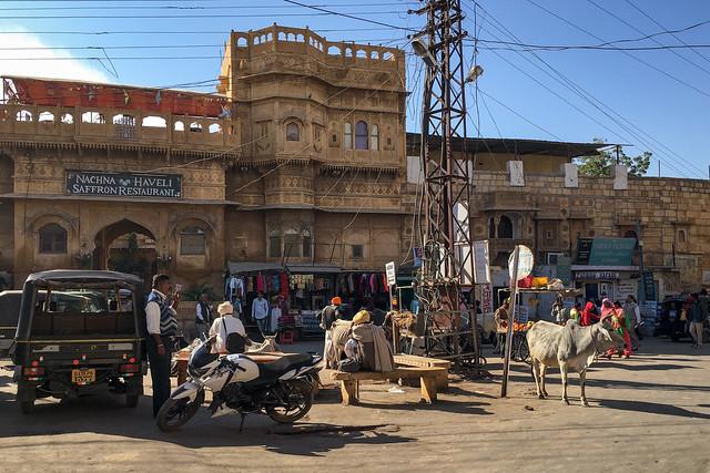 A street and an old haveli, Jaisalmer, India ジャイサルメール、古いハヴェリのある通り