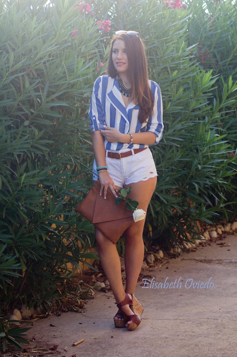shorts zara clutch pull and bear camisa marinera azul y blanca blusa cuñas marrones marypaz gafas sol tommy hilfiger (7)