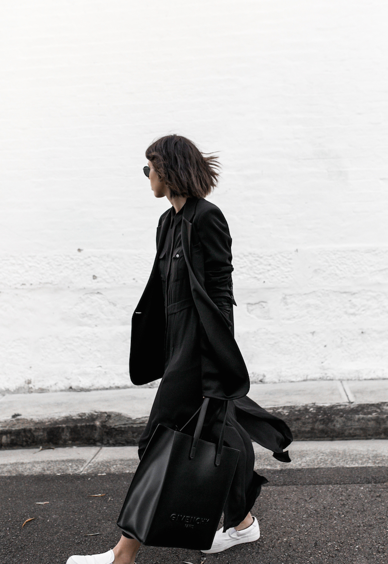 all black minimal outfit fashion blogger street style shirt dress Givenchy logo tote bag Celine sneakers modern legacy Karen Millen (6 of 16)