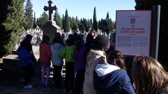 sexto visita el cementerio