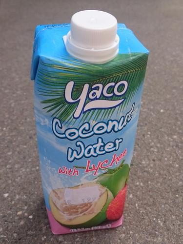 Kokosnusswasser mit Lychees (vom Asia-Laden)