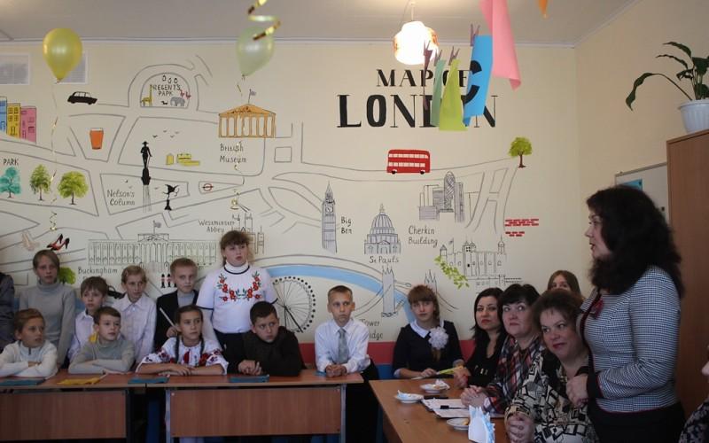 Школьников  поздравляет мэр города_4721