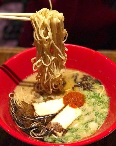 Last night we were lucky enough to preview the new menu coming to one of our favorite ramen spots, @ippudony! 🍜 Definitely try this new Akamaru New York ramen, which is 100% vegetarian❗️This sesame based broth includes their signature Da