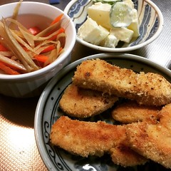 okara chicken fingers, leftover kinpira & hawaii-ish potato salad❤︎  #okara #chickenfingers #kinpira #potatosalad #osaka #japan #おから #きんぴら #ポテサラ #チキンストリップ #大阪