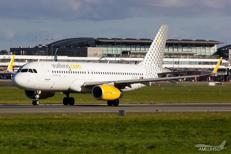 Vueling - A320 - EC-MFK (1)