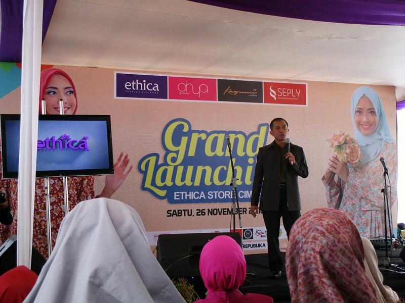 Sambutan Owner Ethica Fashion, Asep Mulyadi, di Grand Launching Ethica Store Cimahi | Hola Darla